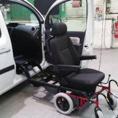 Turny - Carony siège Compact; installé sur un Renault Kangoo II
