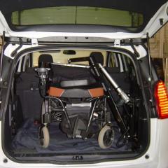 La Grue B.A.C. pour soulever votre fauteuil roulant et le ranger dans le coffre.